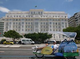 """O triciclo """"Panorama"""", pela orla do Rio de Janeiro. Divulgação"""