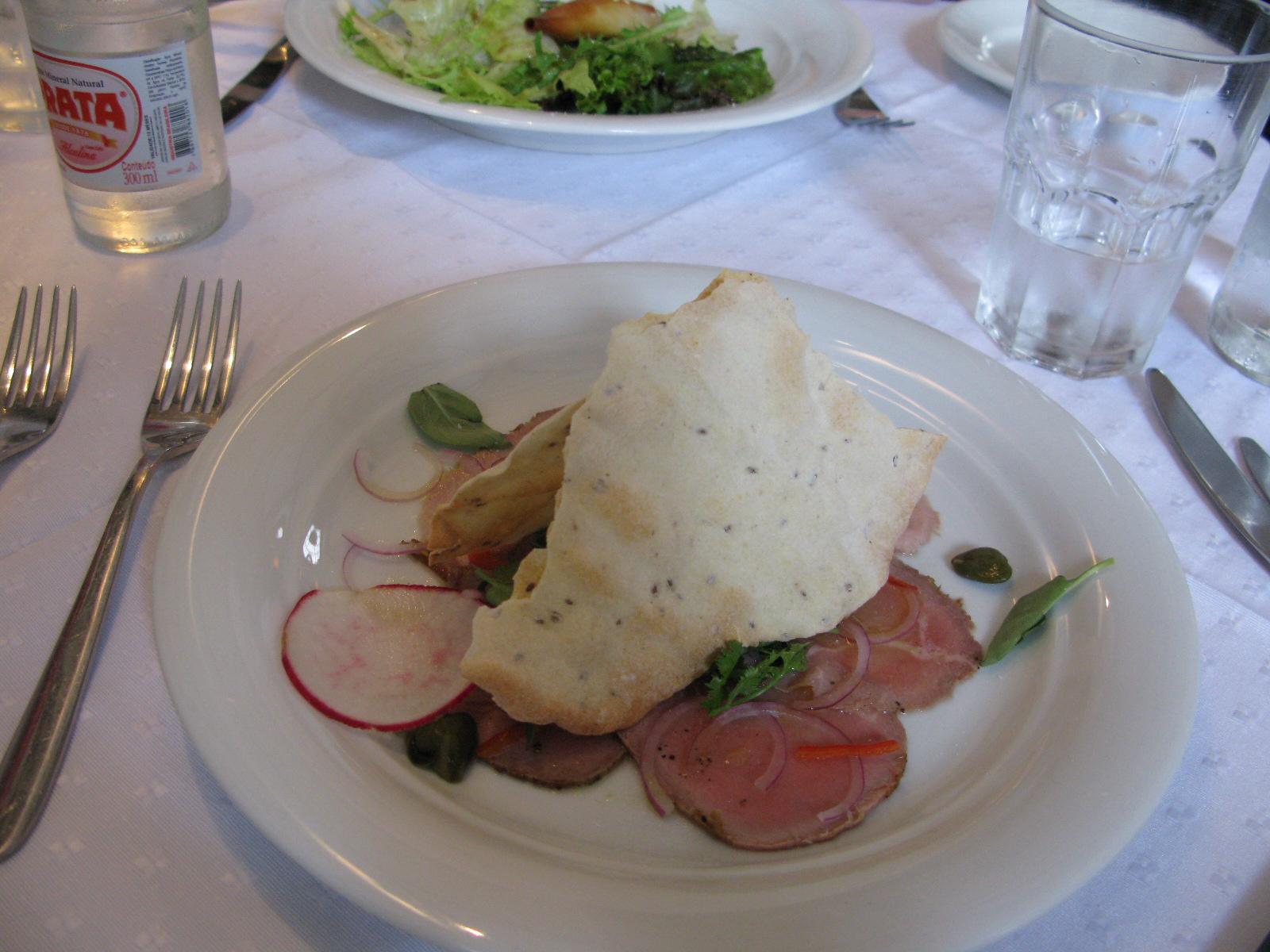 Entrada: Carpaccio fatouch de rosbife.