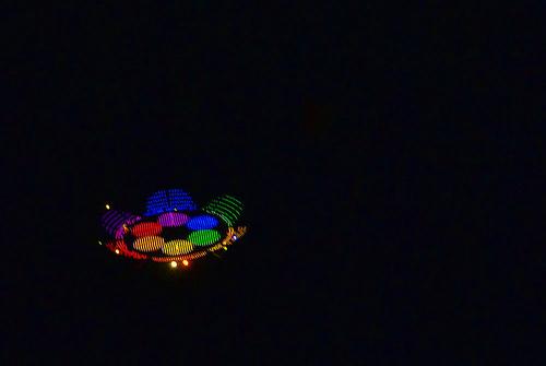 O disco tinha 7 m de diâmetro e estava pendurado num helicoptero.