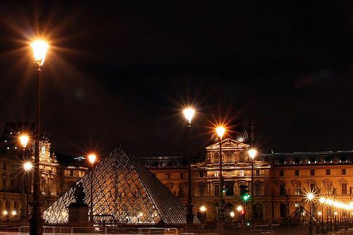 Vambora visitar o Louvre também a noite?! Foto: Flickr, Luiz Castro