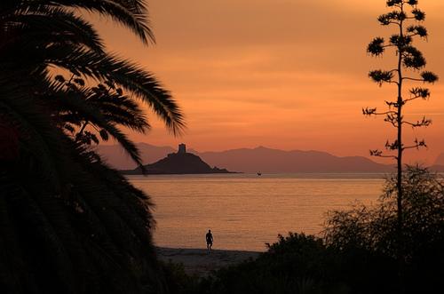 Final de tarde na praia de Pula, na Sardenha. Foto: spadger, Flickr