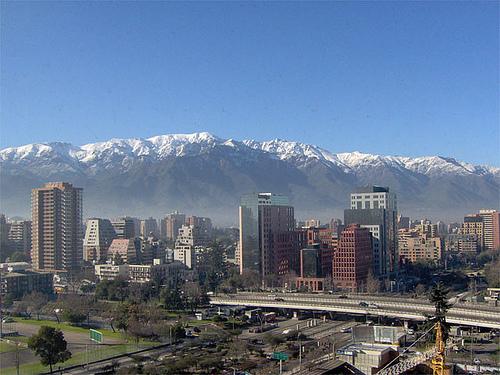 Santiago e seu vizinho, os Andes. Foto: Patrick_coe, Flickr