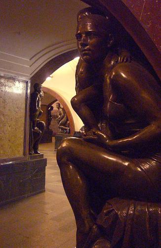 Lugares improváveis: O metrô museu de Moscou