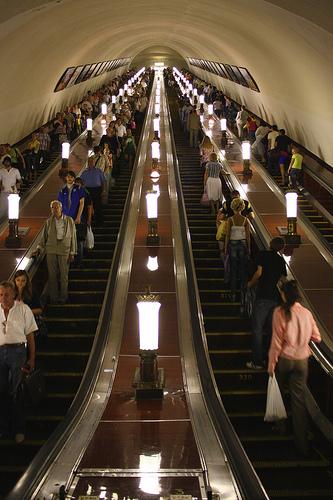 Escadas rolantes Metrô de Moscou. Foto: Punxutawneyphil, Flickr